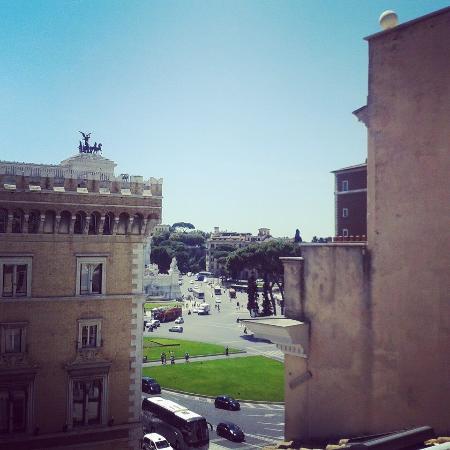 Terrazza Piazza Venezia - Picture of Hotel Piazza Venezia, Rome ...