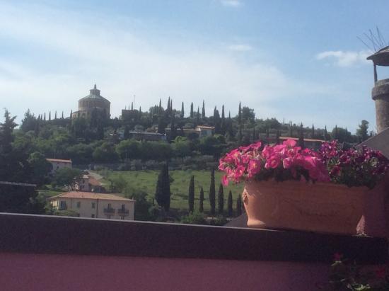 B&B Cuore di Giulietta: Glorious view from the apartment terrace