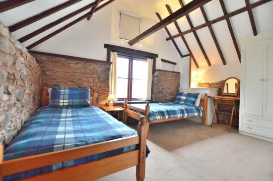 Huntsham, UK: The Granary twin bedroom