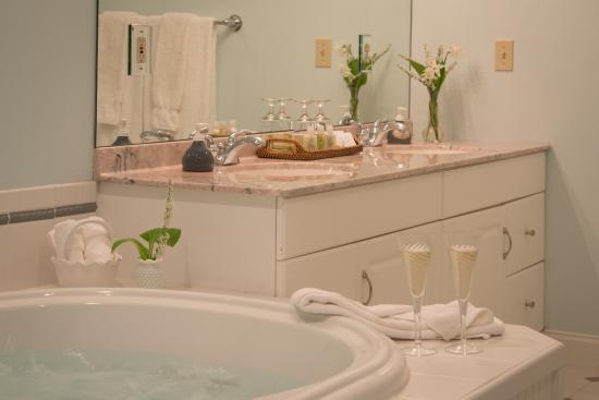 Stone Hill Inn: Luxury Private Bathrooms
