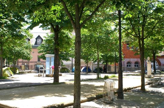 Rue bobillot jardin et piscine de la butte aux cailles for Butte aux cailles piscine