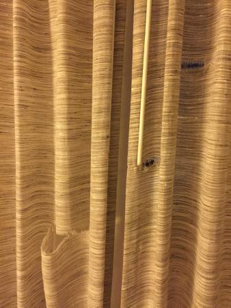 El Tropicano Riverwalk Hotel: Torn up curtains....