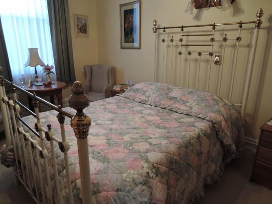 Kilmarnock House: A very comfortable brass bed