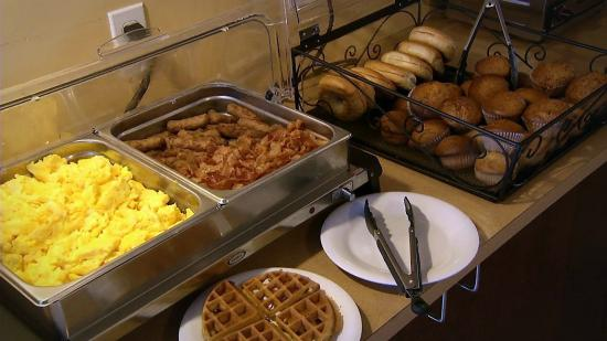 Quality Inn : Hot Breakfast Buffet