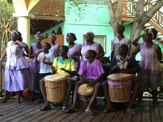 ‪‪Hamanasi Adventure and Dive Resort‬: Local drumming on Belizean night!‬