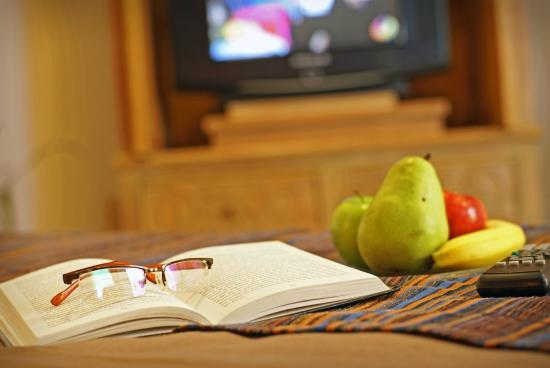 Hotel Santa Maria: Book & Fruit
