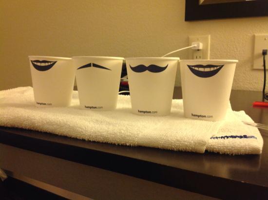 Hampton Inn Jericho - Westbury: I love the cups