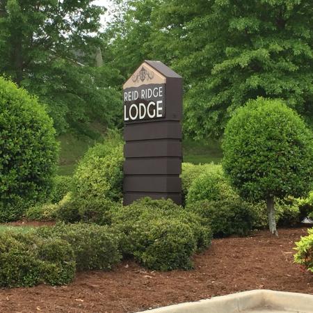 Reid Ridge Lodge: Hotel Entrance