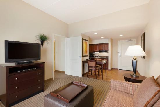 Homewood Suites Minneapolis - New Brighton : 2 Queen 1 Bedroom Suite