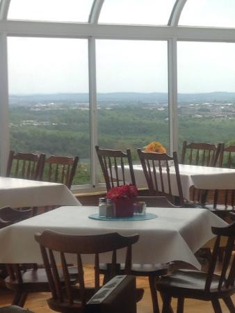 The Bradford Eatery and Bakeshop: Enjoy your lunch with a view of Branson.