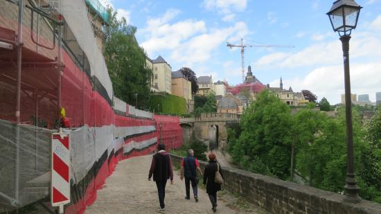 Citadel of the Holy Spirit (Citadelle du St-Esprit) : Promenade le long des remparts.