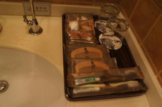 Wuzhen Guest House: toiletries