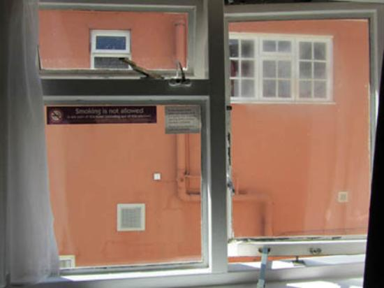 Premier Inn Gloucester (Twigworth) Hotel : Room without a view