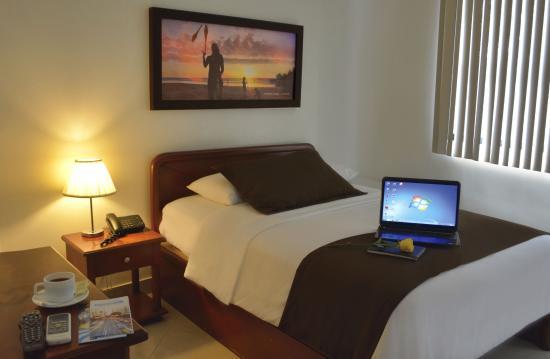 Hotel Castell: Habitación sencilla