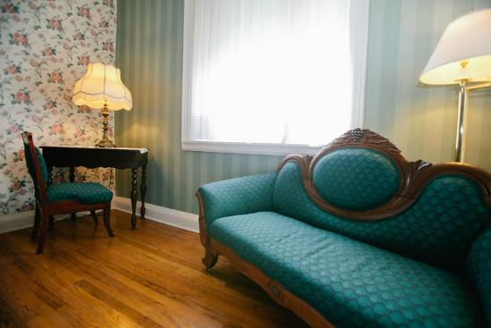 Golden Eagle Inn : Miss Mary Espy Room