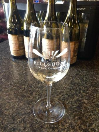 Pillsbury Wine Company North: White flight