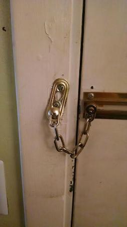Americas Best Value Inn - Manchester : Dirty/creepy door