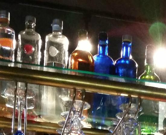 Jake Rooney's : Fully stocked bar!