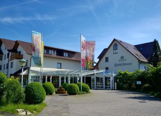 Ringhotel Krone Schnetzenhausen: Eingang vom Parkplatz gesehen