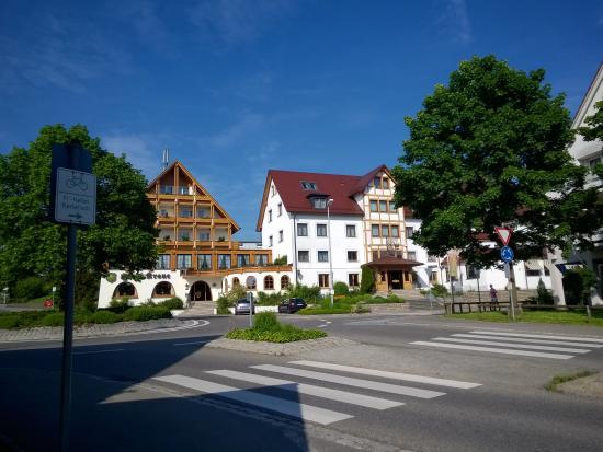 Ringhotel Krone Schnetzenhausen: Ansicht von der Dorfstraße her