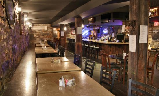 The Union Hotel: Relax in the Tavern