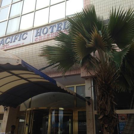 Pacific Hôtel : Exterior - street view