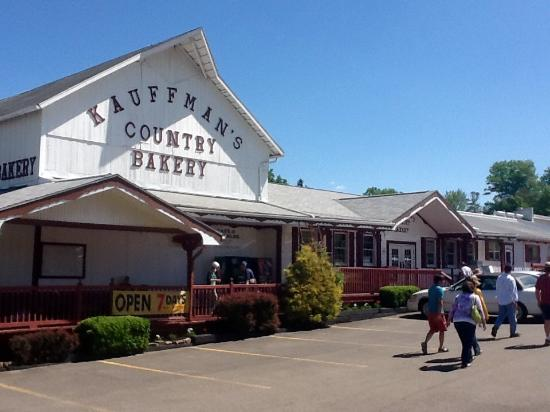 Kauffman's Country Bakery: Heading for some good Amish baked goods at Kauffman's.
