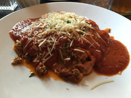 Lazzaro's Italian Bistro: lasagna