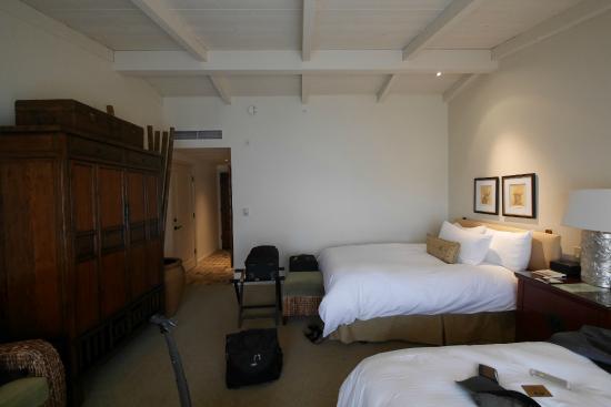 Tradewinds Carmel: Double queen bedroom, high vaulted ceilings.