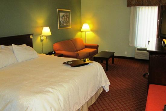 Hampton Inn Hillsville: Bed