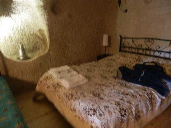 Karadut Cave Hotel: Habitacion cuadruple caverna