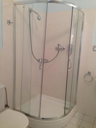 Hotel Loreta: Bathroom