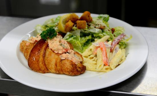 Tony's Bistro & Patisserie: Lobster Roll