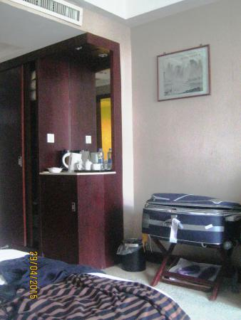 Universal Guilin Hotel: Room