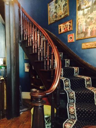 Hillard House Inn: Stairway