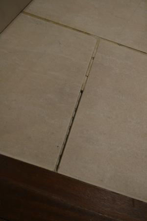 Apex Waterloo Place Hotel Missing Grout Between Floor Tiles In Bathroom