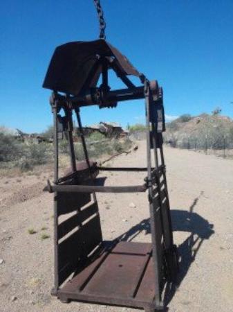 Vulture Gold Mine: Man Car