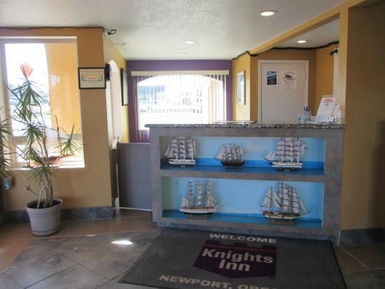 Knights Inn Newport: Front Office