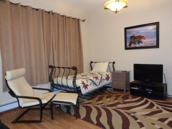 Deh Cho Suites: Bedroom in the Duplex
