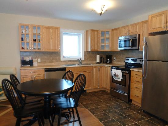 Deh Cho Suites: Kitchen Dining in the Duplex