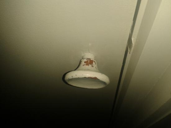 ซิตี้ เซ็นทรัล โมเต็ล อพาร์ทเมนต์: Bathroom door handle