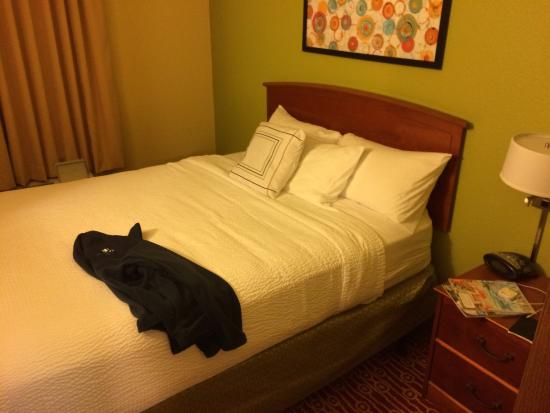 TownePlace Suites Cleveland Airport: Room 131 bedroom 2