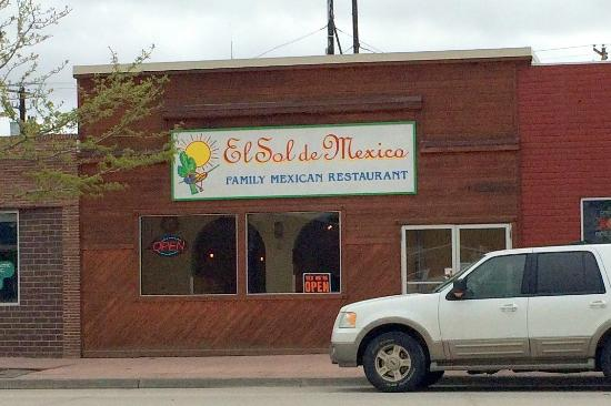 El Sol De Mexico: The food is a might better than the curb appeal!  (View from across the street in Lander.)