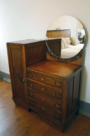 Chalet Saudade   Vintage Guest House: Antique Dressing Table.