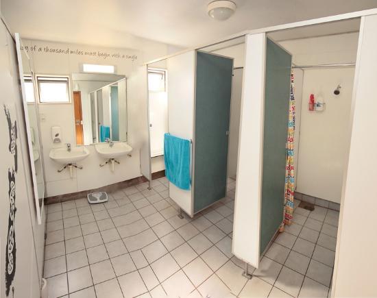 Around the World Backpackers: Unisex Bathroom