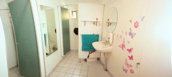 Around the World Backpackers: Female Bathroom