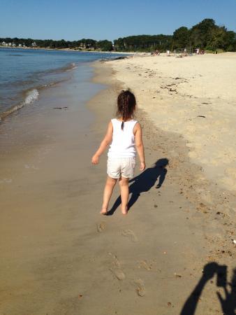 Rocky Neck State Park: Toddlers on Rocky Neck Beach