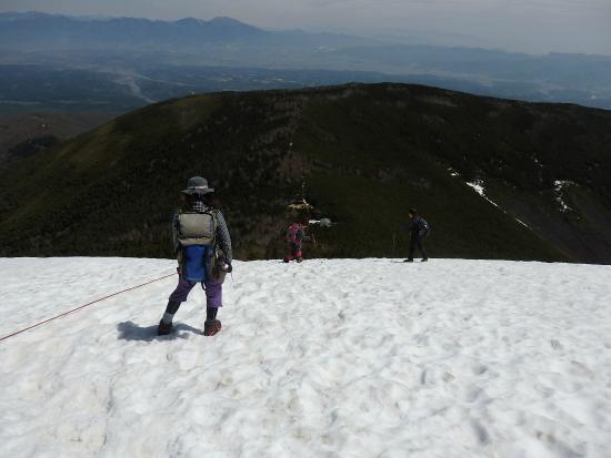 Mt. Tateshina: 頂上直下の雪の斜面