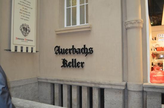 Auerbachs Keller Leipzig: Вход в ресторан