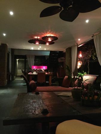 Villa Teresa : The main dining area at night
